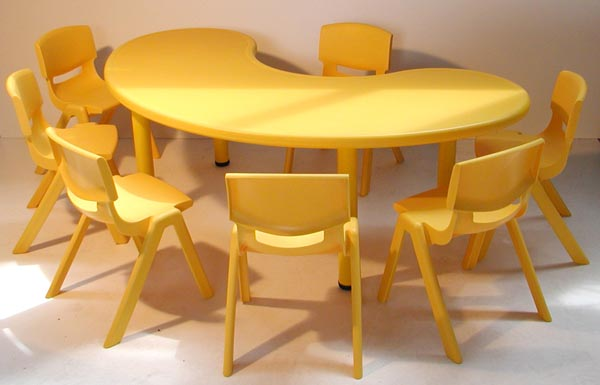 Table polypropylène haricot  7 enfants, 165 x 90 cm