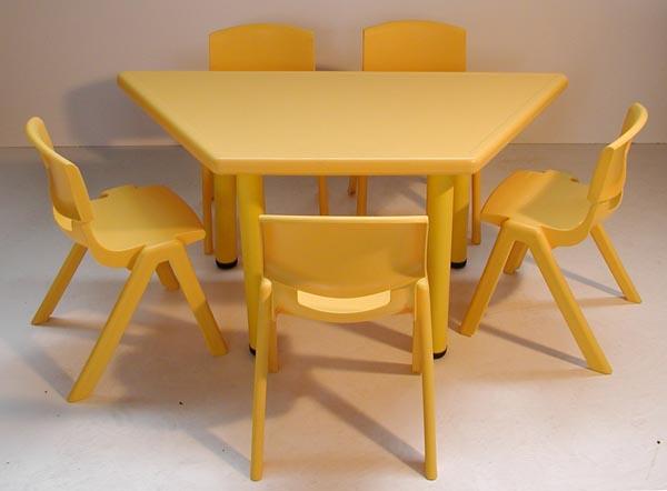 Trapezium tafel polypropyleen 122 x 62 cm